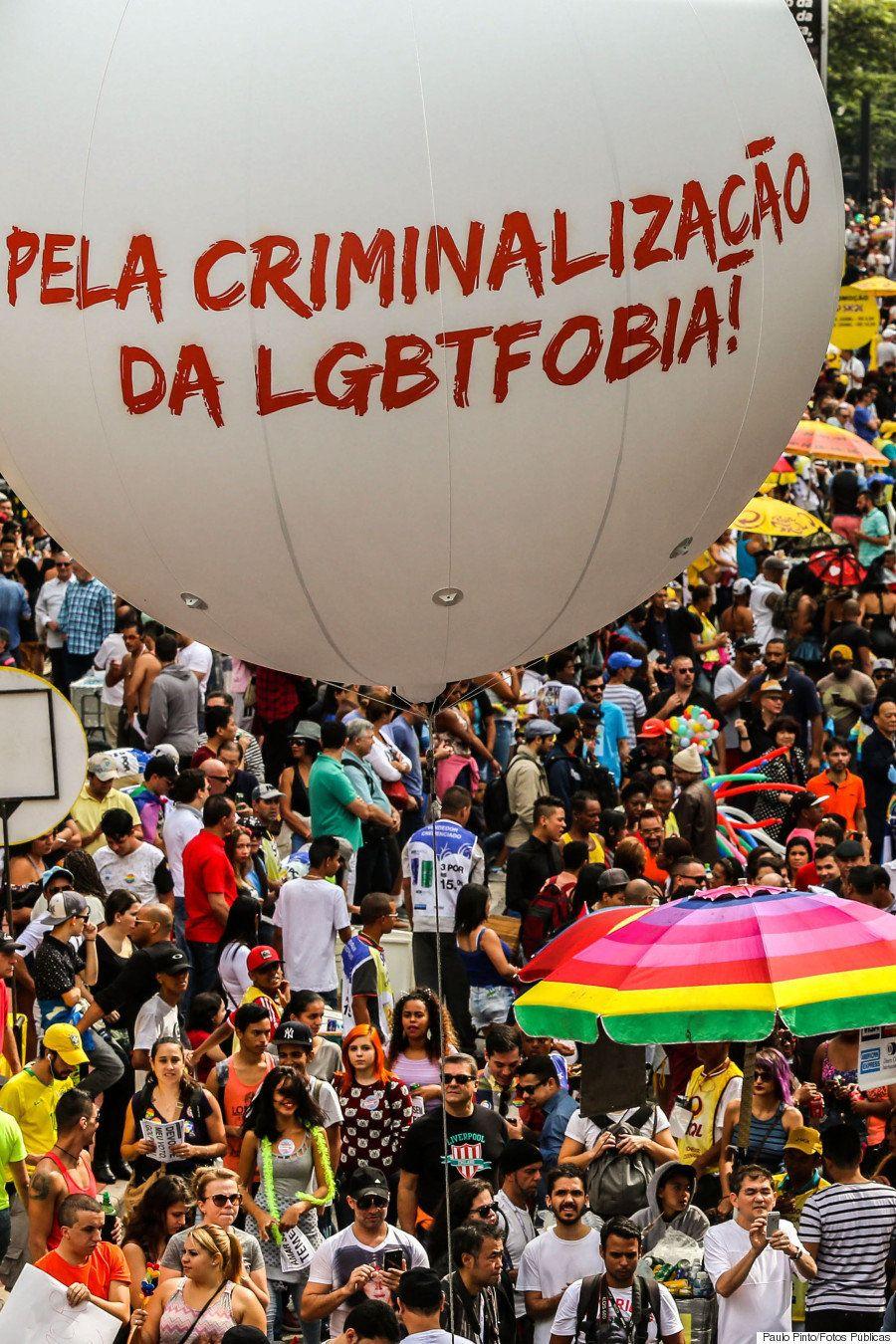 Parada do Orgulho LGBT faz Av. Paulista brilhar contra a transfobia e governo