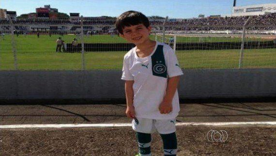Não é só o Messi! Conheça 9 histórias emocionantes do futebol fora das quatro