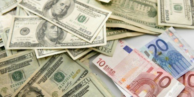 Dolar versus euro note, finance