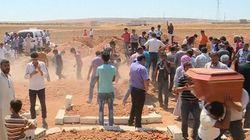 Meninos sírios que morreram afogados são enterrados ao lado da mãe em