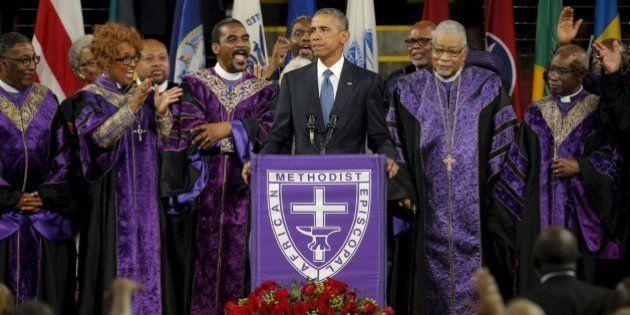 Obama emociona público ao cantar 'Amazing Grace' em funeral em