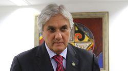 Senado mantém decisão do STF e Delcídio Amaral dorme na