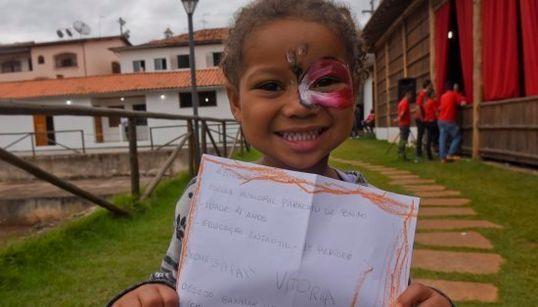 As cartinhas das crianças de Mariana para o Papai Noel vão te