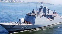 Marinha brasileira resgata 220 imigrantes no mar