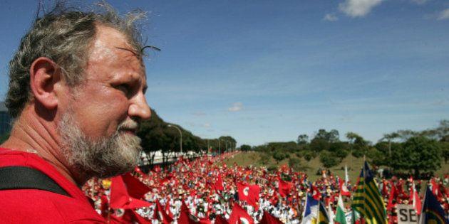 Líder do MST, Stédile critica Dilma e diz que ela precisa 'mudar as burrices que vem