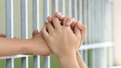 É preciso refletir: Colocar mães na cadeia também pune os