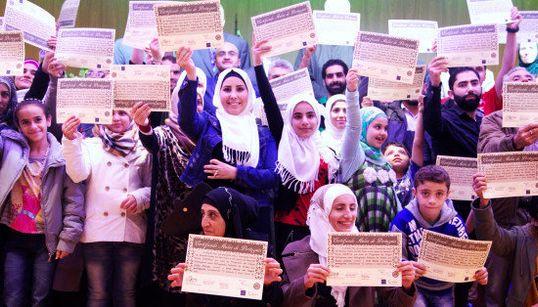 Refugiados sírios aprendem português e conquistam passaporte para um recomeço no