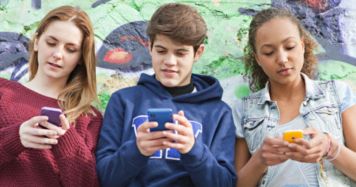 e9cd727c61c 3 valiosos conselhos para o celular não atrapalhar a relação entre pais e  filhos | HuffPost Brasil