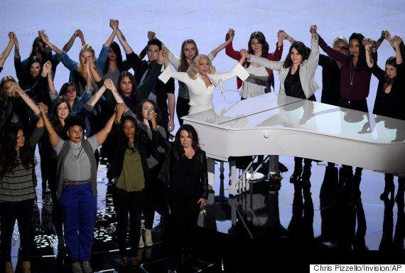 Lady Gaga emociona o Oscar 2016 ao levantar debate sobre violência sexual com 'Till It Happens To You'