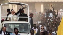'Cristãos e muçulmanos são irmãos': Papa visita mesquita em local
