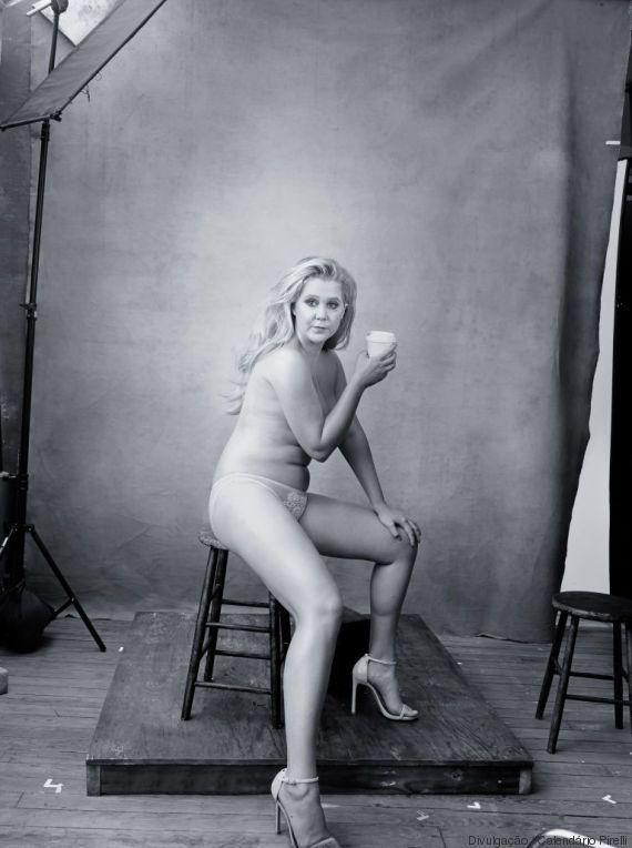 Saem as modelos e entram mulheres poderosas. O Calendário Pirelli 2016 está demais