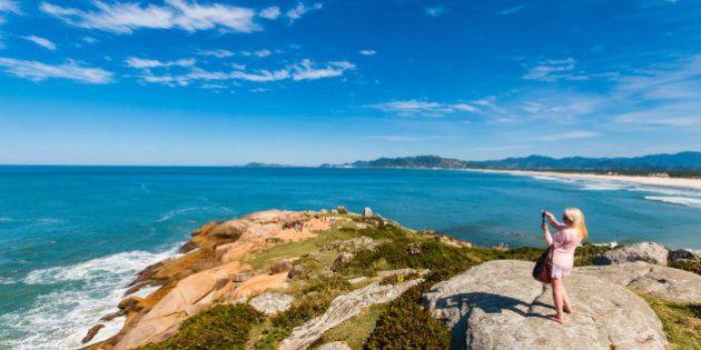 Com dólar nas alturas, brasileiros preferem viajar pelo