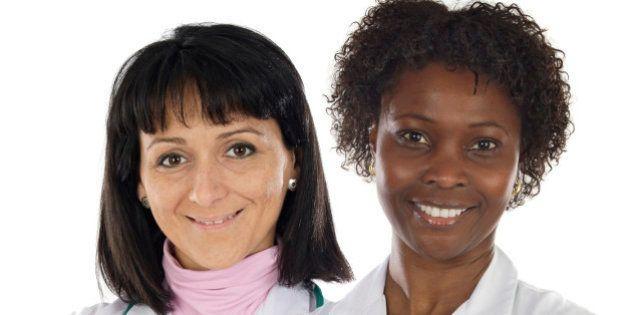 Brasil aumenta número de médicos, mas mantém desigualdade na distribuição e nos salários