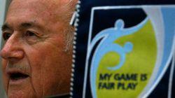 Fifa diz que Blatter e Valcke enriqueceram com aumentos de salário e