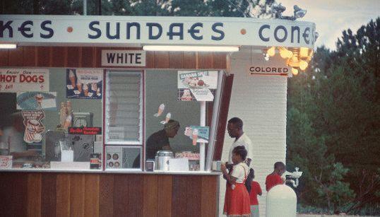 A história da segregação racial nos EUA pelas lentes do fotógrafo Gordon