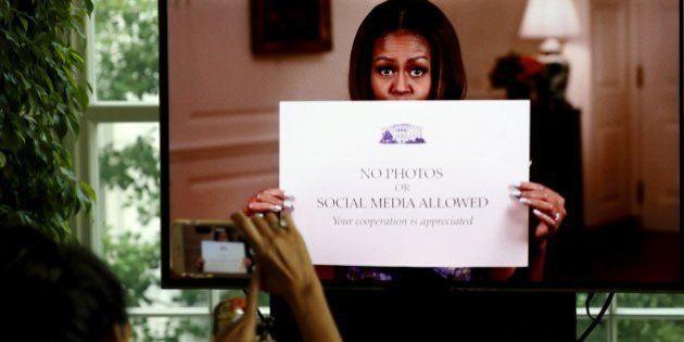 Em vídeo divertido, Michelle Obama libera selfies de visitantes na Casa