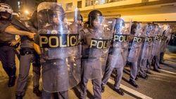 PM usa bombas e spray de pimenta para acabar com protesto de