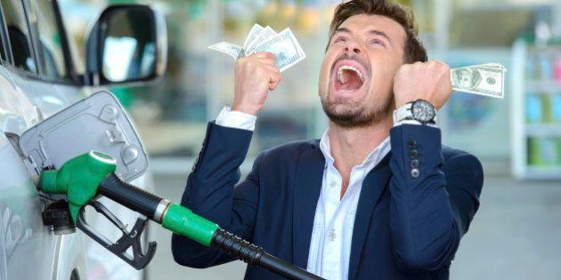 Presidente da Petrobras não descarta aumento da gasolina em