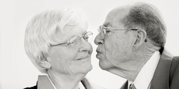 Fotos de casais de idosos capturam a beleza dos casamentos
