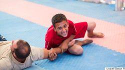 Refugiado sírio recebe treino de luta greco-romana e sonha ser