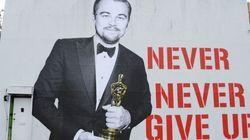 UAU! DiCaprio e seu Oscar viram mural F*DA em