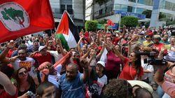 Apoiadores fazem vigília em frente ao apartamento de Lula em São