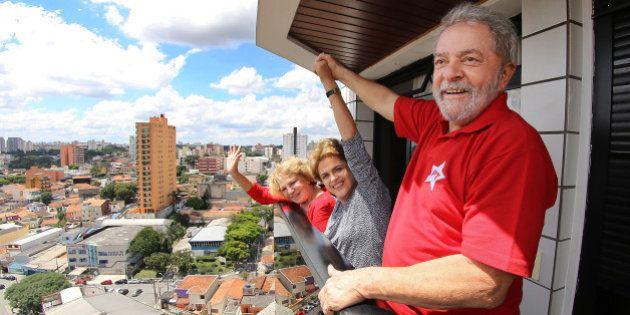 Em clima de 'solidariedade', Dilma e Lula conversam sobre 'abuso' da Lava
