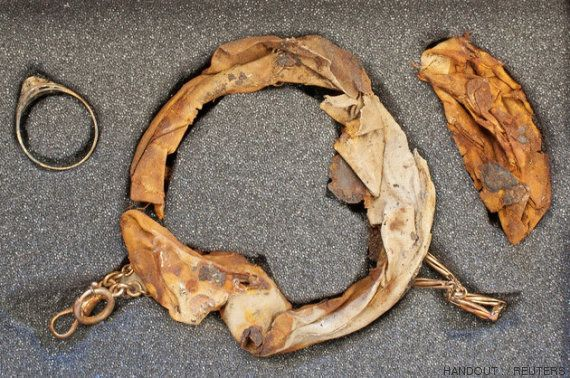 Joias encontradas dentro de caneca em Auschwitz revelam que uma família enganou