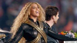 Beyoncé ARRASA em apresentação no colégio da Blue