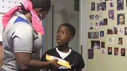 ASSISTA: Mãe faz pegadinha e assusta filho antes de dar presente de