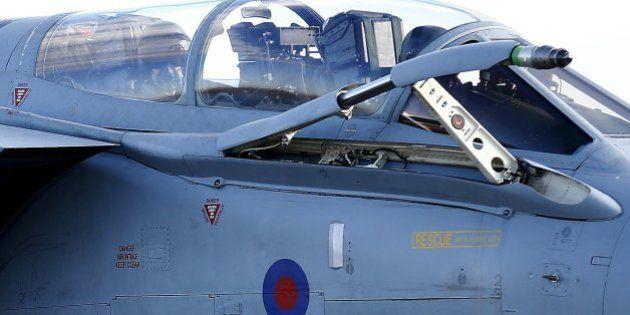 Grã-Bretanha faz primeiro ataque aéreo nos campos de petróleo na Síria contra o Estado