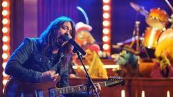 ASSISTA: Dave Grohl e Muppets fazem versão divertida de 'Learn to