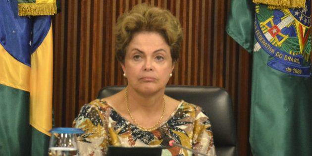 Dilma admite que Brasil passa por dificuldades, mas é capaz de