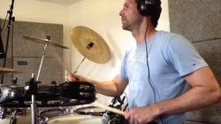 ASSISTA: Petr Cech, o goleiro talentoso que toca bateria para