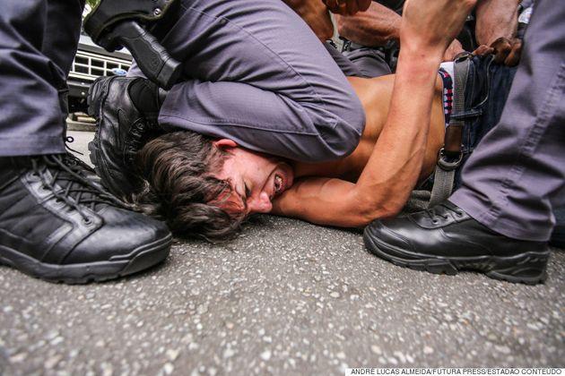 Repressão policial marca novo protesto de estudantes contra fechamento de escolas em