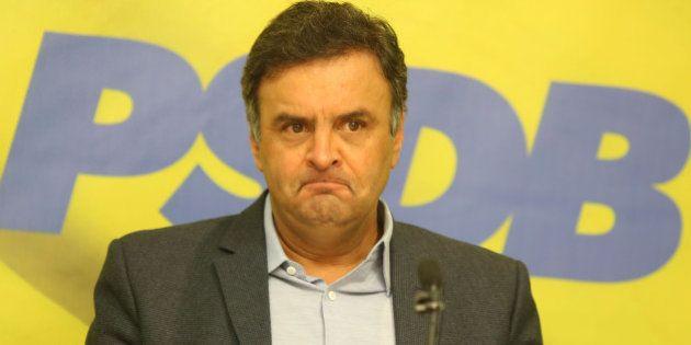 Aécio Neves se confunde em entrevista à rádio e diz que foi reeleito 'presidente da