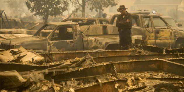 Milhares fogem de incêndios destrutivos na Califórnia
