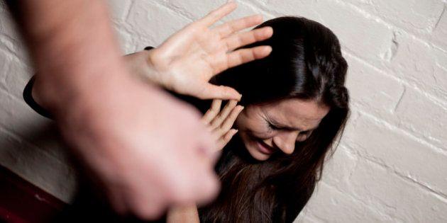 Mais de 300 mil inquéritos policiais envolvendo violência doméstica contra a mulher foram movimentados...