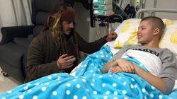 Johnny Depp visita hospital para crianças com câncer vestido de Jack