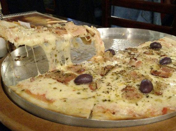 Bar da Marisa, na Penha, tem comida boa e