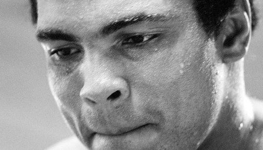 14 mil pessoas homenageiam Muhammad Ali em funeral