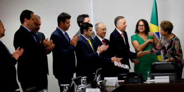 Partidos da base aliada assinam manifesto em apoio e defesa do mandato de Dilma