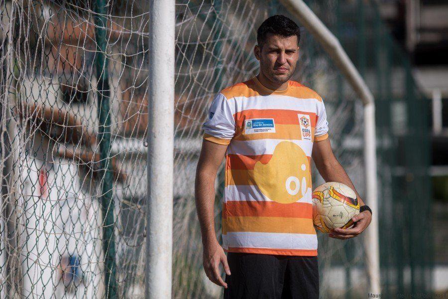 Copa UPP: PMs e moradores de comunidades do Rio fazem do futebol um caminho para a