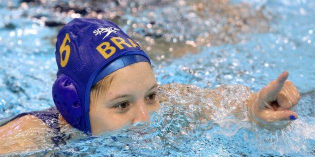 Seleção feminina do Brasil massacra Venezuela no polo aquático e lidera grupo no