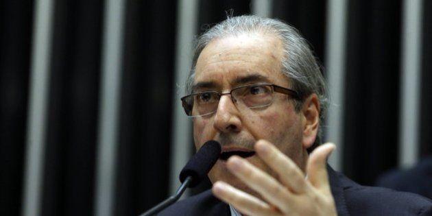 Brasilienses organizam protesto contra Eduardo Cunha no retorno das atividades do