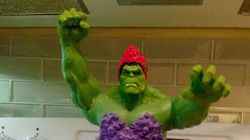 Gêmeas pedem 'Hulk princesa' como bolo de aniversário e pai atende