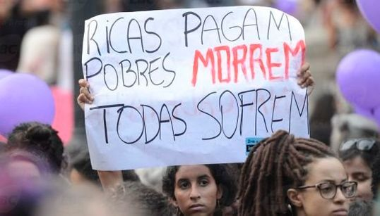14 imagens das mulheres lutando pela legalização do aborto no