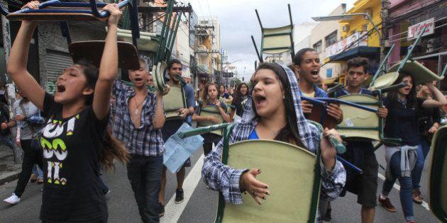 Desde recuo do governo, estudantes de São Paulo desocupam mais de 50 escolas e 2 diretorias de