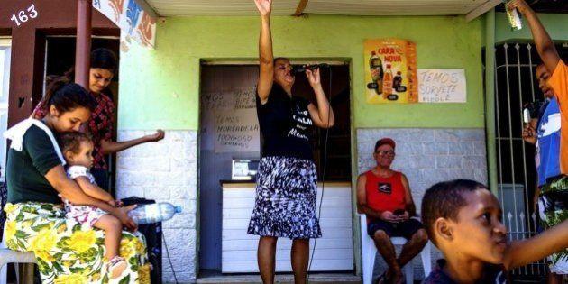 Por que voluntários estão fazendo o trabalho da Samarco na crise em Governador