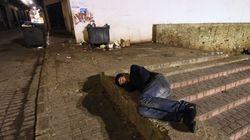 Enquanto 5 morrem de frio em SP, GCM tira colchões de moradores de